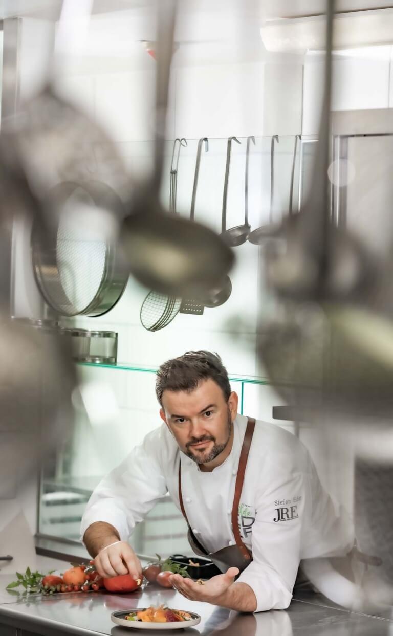 Stefan Eder kocht für die Gäste im wilden Eder